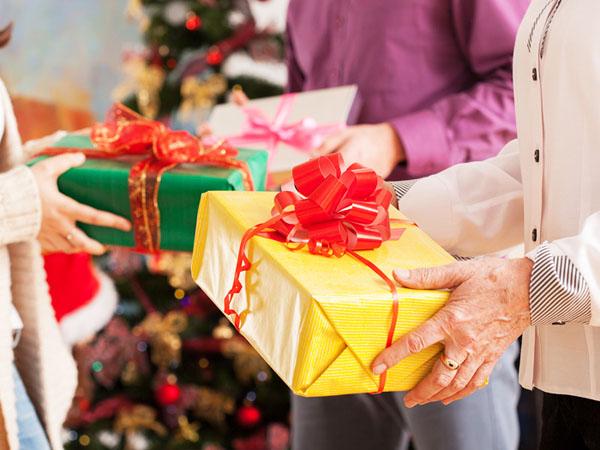 Сладкий подарок для бывших и настоящих детей